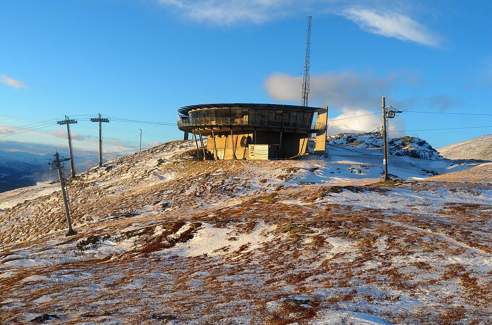 Etter nattens vindkast forsvant det meste av snøen fra Skjørstadhovden