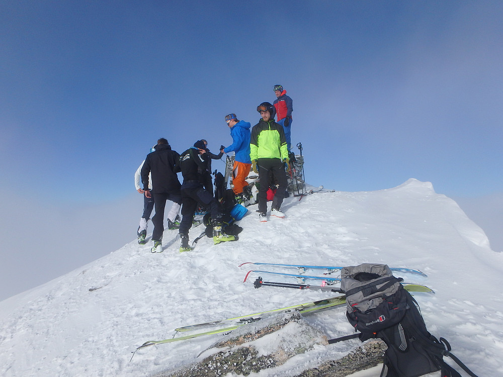 Gjengen vi sammen med, kun spreke skiskytter ungdommer.