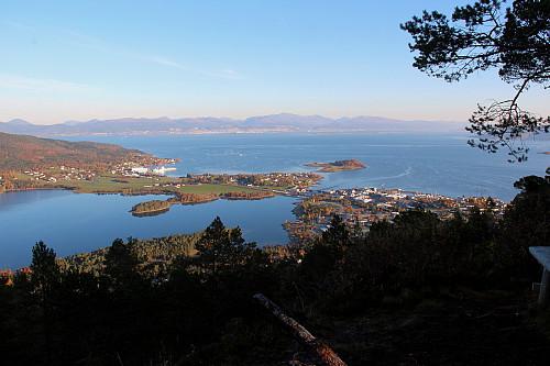 Utsikt mot Helland (Vestnes sentrum) fra Rambergkollen.