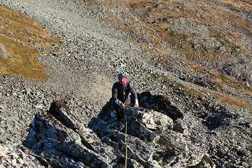 Oppover langs østeggen tok vi fram tauet og gikk litt med løpende sikring.