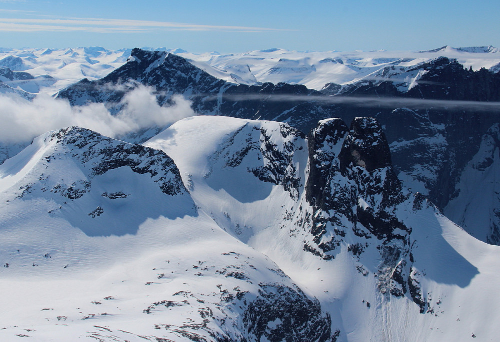 Olaskarstinden, Breitinden, Hornaklsa, Romsdalshorn og Trolltinder.