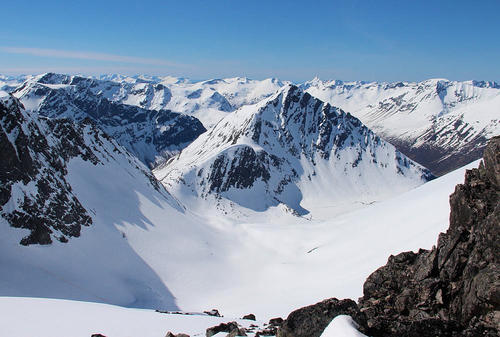 Steinbotnen/Gjølbotnen mot Gamlestølsfjellet fra området oppunder 1634-toppen.