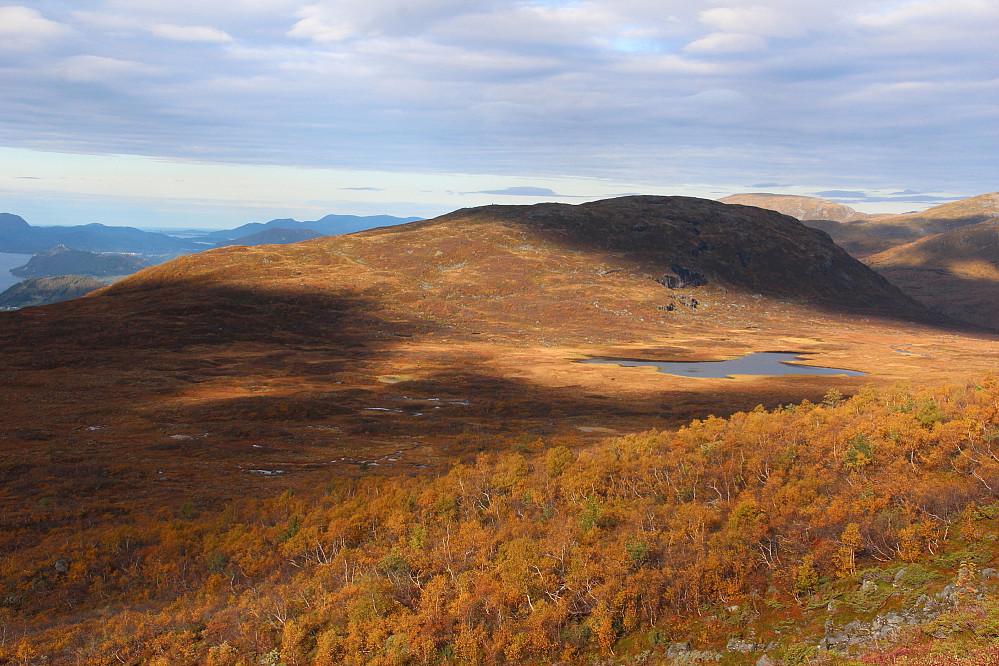 Høst i fjellet. Utsikt mot Blåfjellet.