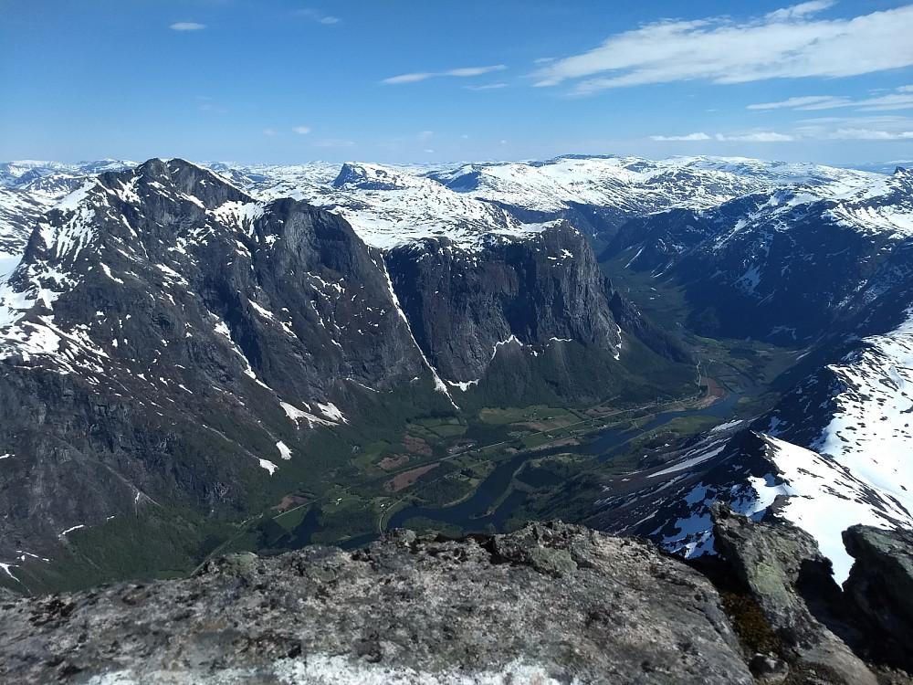 Romsdalen fra toppen av Breitinden.