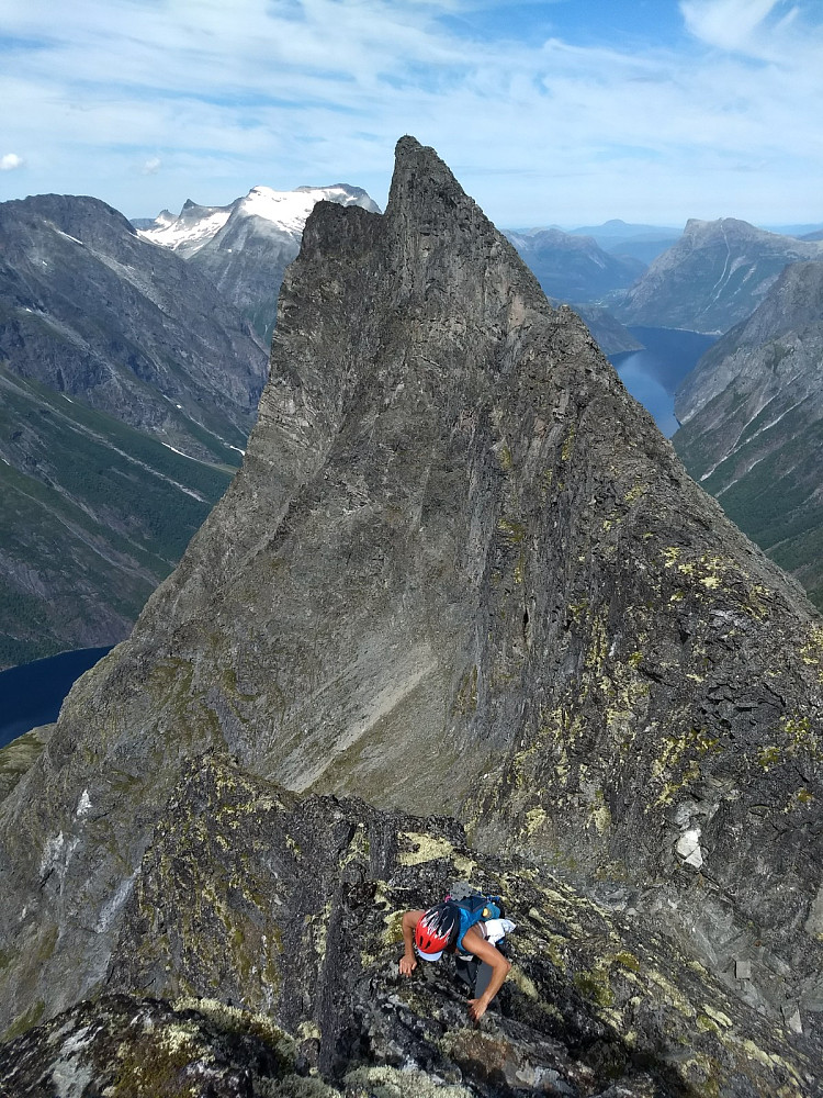 Fin klyving oppover mot Bjørktinden.