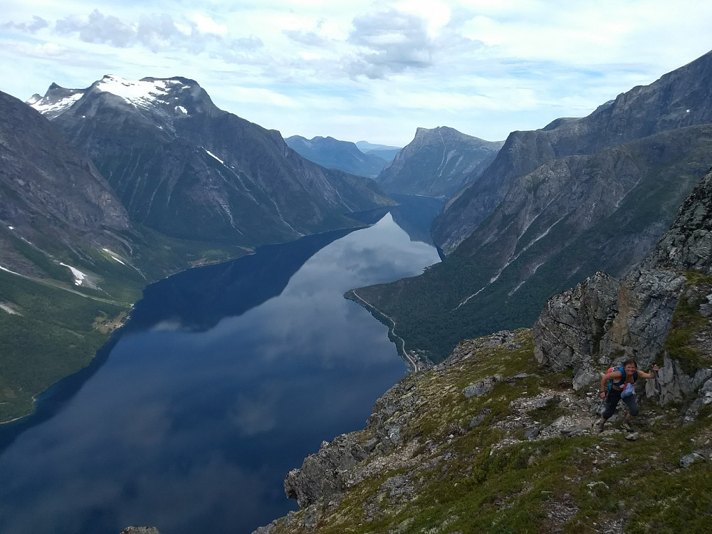 Travers over Eikesdalsvatnet, like før nøkkelpunktet for ruta videre opp nordryggen