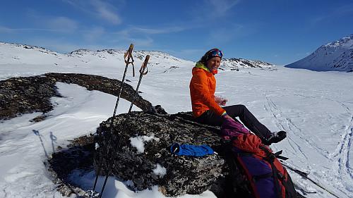 Pause i sola ved Svarttjørnin