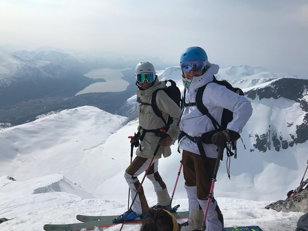 Spreke ungdommer på tur. Ingrid Landmark Tandrevold tilhører verdenseliten i skiskyting :) Ingrid og Trygve gikk også hesteskotraversen.