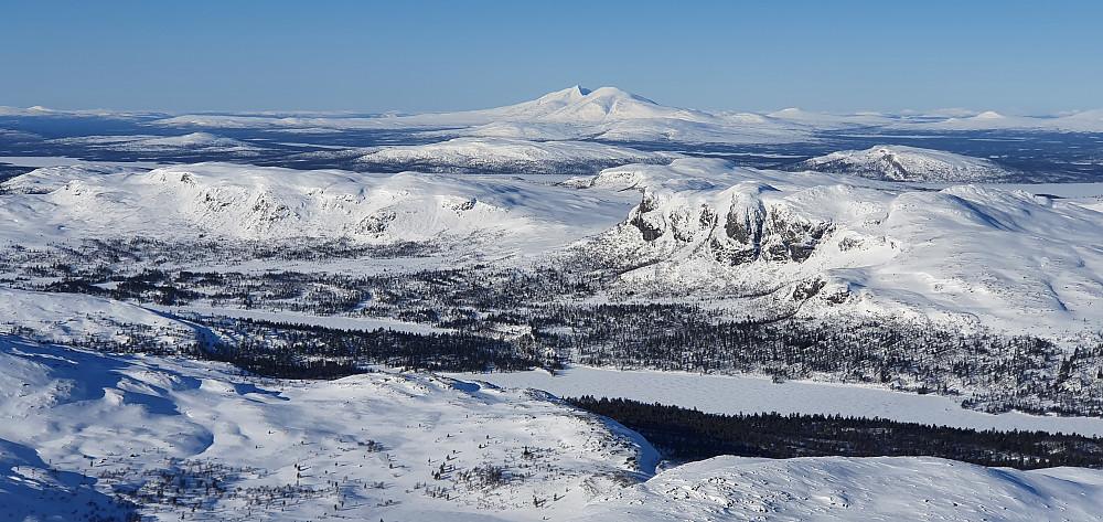 Flott utsikt fra Storslåga. Sølen-massivet i bakgrunnen