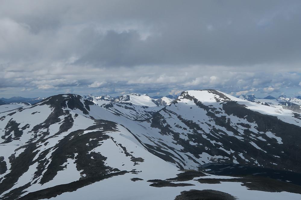 Utsikt fra Karitinden mot dagens rute over Pyttegga og Høgstolen