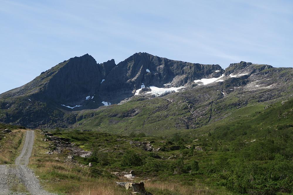Sunnavindsnipa sett fra veien opp Riksemdalen