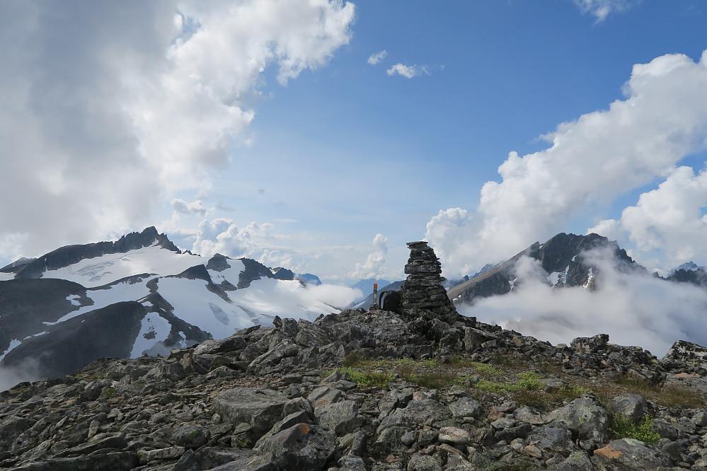 Toppvarden med Brekketind og Brunstadhornet bak