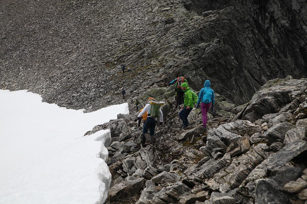 Flere peakbooker på tur, på vei til Råna