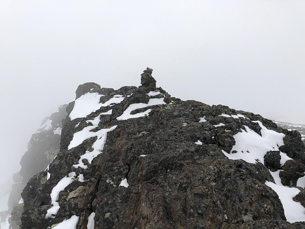 Leirhøe sør (2110 moh). I tåka
