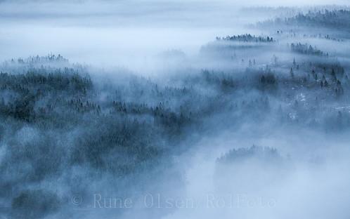 Mystisk slør over landskapet under KIttilskollen