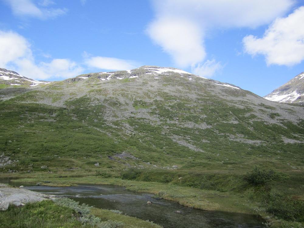 """Toppen """"Sørvest for Alnestinden"""" virket alt annet enn spennende fra Slettvikane..."""