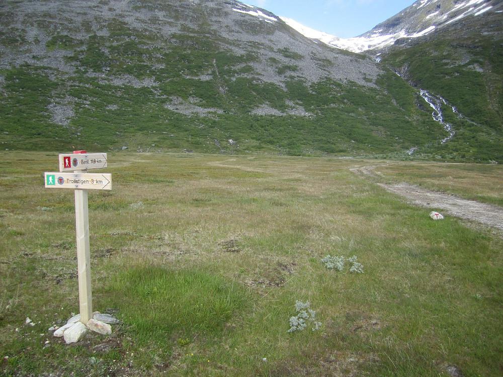 Stistart. Ruta følger venstre side (sør) for elva oppover i botnen.
