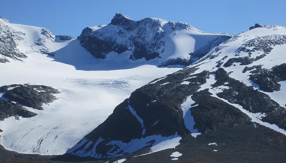 Zoom på Slettmarkpiggen kl 14:18 - tok seg flott ut. Jeg hadde en sterk mistanke om at Morten H og Linn Therese var oppå der i dag - og det var de visst!