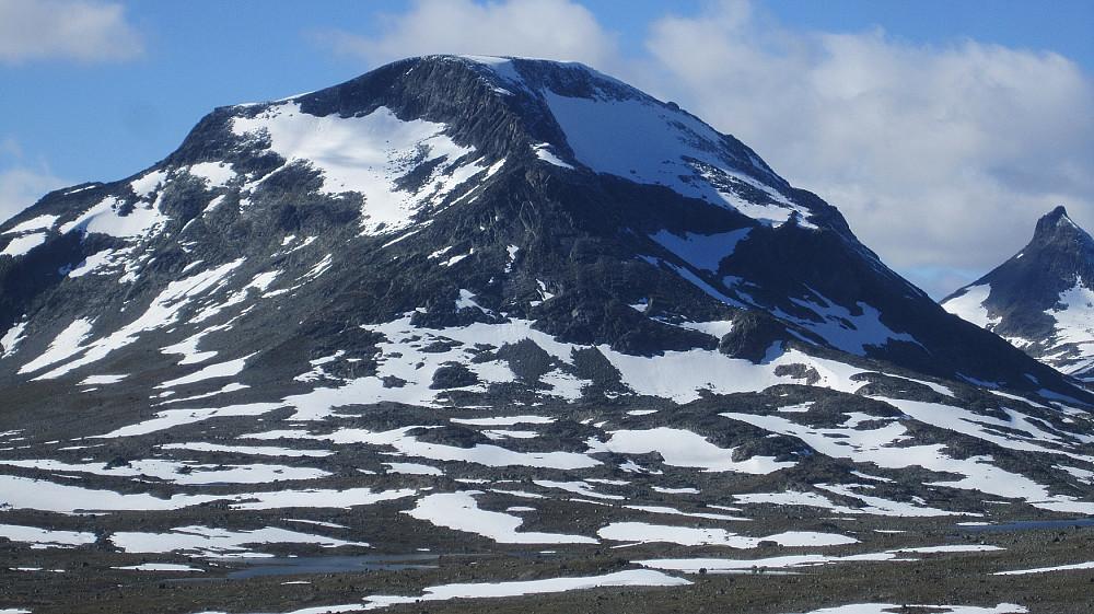 Zoom mot Snøholstinden fra Tungepiggan.