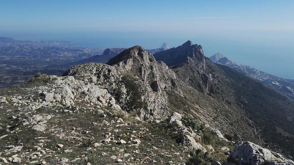 Utsyn fra toppen og østover.