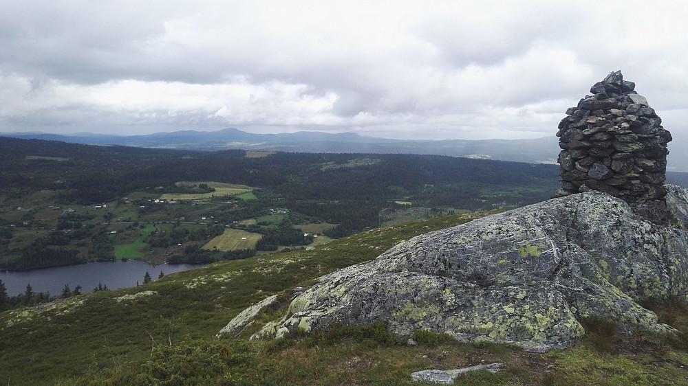 Jutulen, med noe av Steinsetfjorden bak.