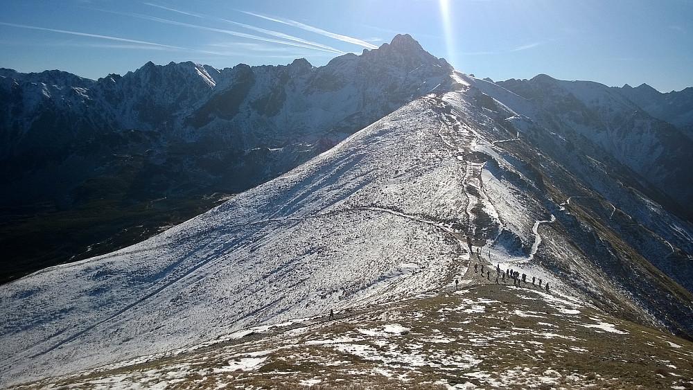 Jeg skulle østover og hovedmålet var Swinica 2301m i bakgrunnen. Snøforholdene skulle gjøre dagen spennende...