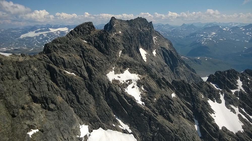 Sentraltind sett fra Hjørnet. Toppen er litt tydeligere å se herfra, enn fra toppen av Storen.