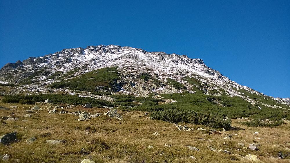 Tilbakeblikk på Kozi Wierch fra dalen i sør.
