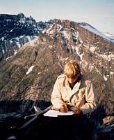 Fra en av mange tidlige turer til Bispen ved Trollstigen. På toppen, med fin utsikt over Storgrovfjellet og med Trolltindene bak.