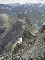 Bispen sett fra toppen av Kongen i nord. I forgrunnen pinakkelen Askeladden.