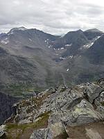 Utsikt fra toppen mot øst; Stigbotn, med Breitinden bak.