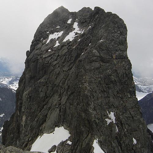 Storen og nordegga sett fra Vesle Skagastølstinden i nord.