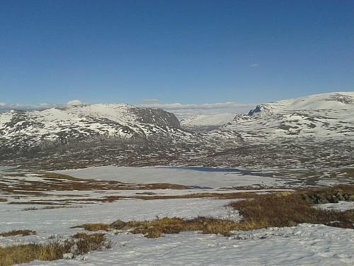 Utsikt ned mot Øvre Sjodalsvatnet