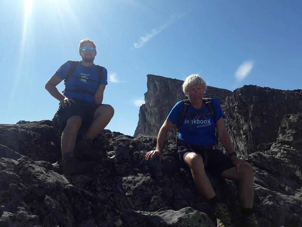 Hans Thorvald og Per Ole med Store Smørstabbtinden i bakgrunnen