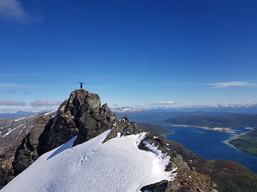Hans Thorvald på toppen av Kongsviktinden