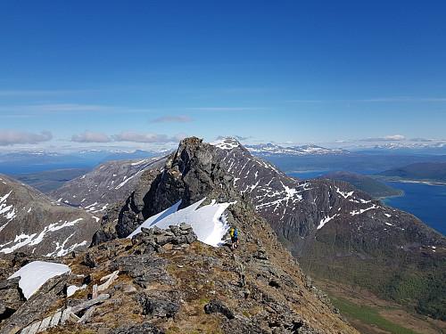 Hans Thorvald på vei til høyeste punkt på Kongsviktinden