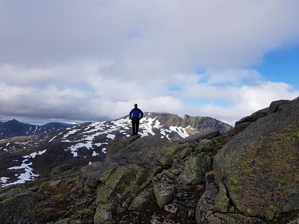 Hans Thorvald med Snøtinden bak