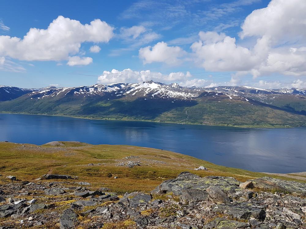 Flotte omgivelser. Her ser vi over til Kvaløya
