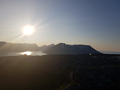 Mot Arnøya og Laukøya