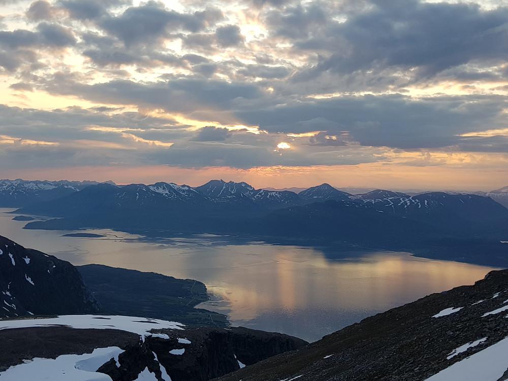 Utsikt fra toppen. Blant annet mot Bentjordstinden