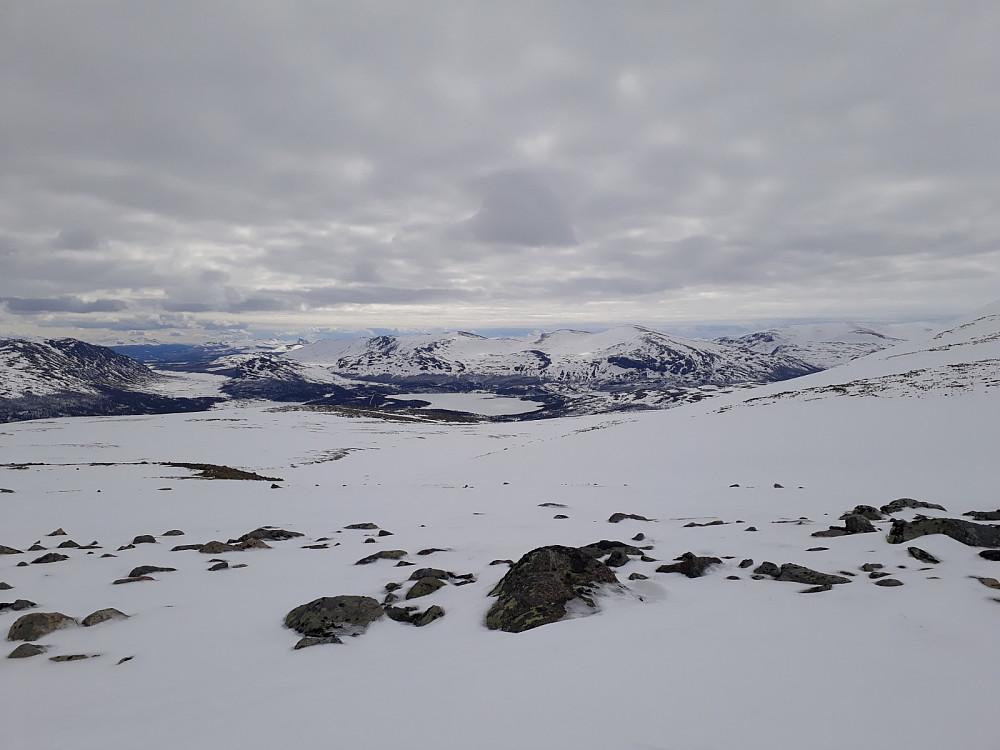 Fint tilbakeblikk mot Nedre Sjodalsvatn