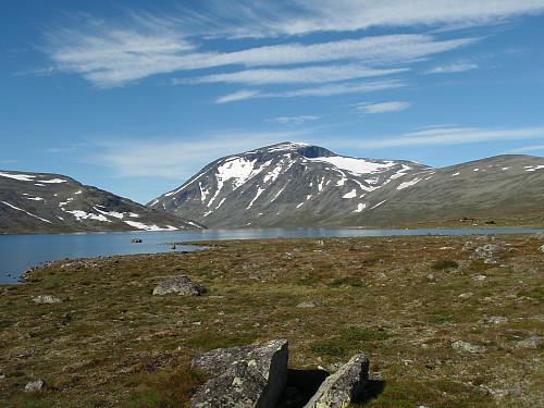 Besshø sett fra nordsiden av Bessvatnet