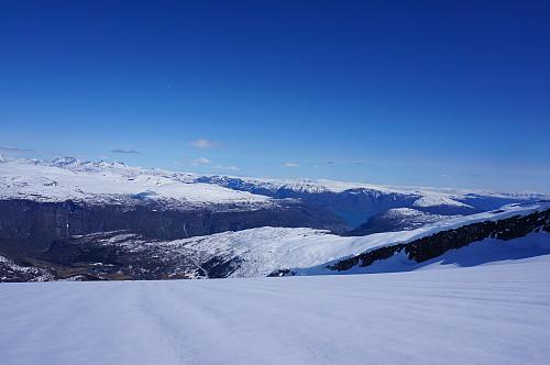 Fin utsikt til Gaupne og Lustrafjorden.