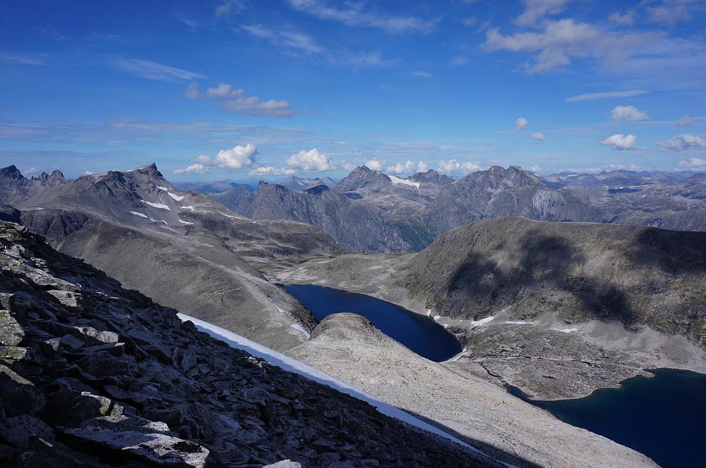 Flotte spenstig fjell bla. Trolltinden, Breidtinden, Romsdalshorn, Venjetinden, Kvanndalstindane og Kalskråtinden.