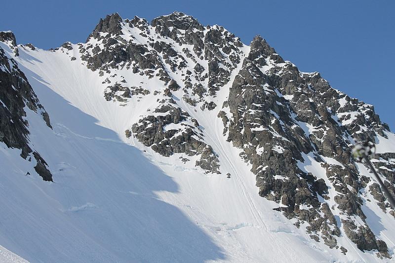 Vår skirenne som går først til venstre, så til høyre og topper ut ca. 50hm på høyre siden av toppen