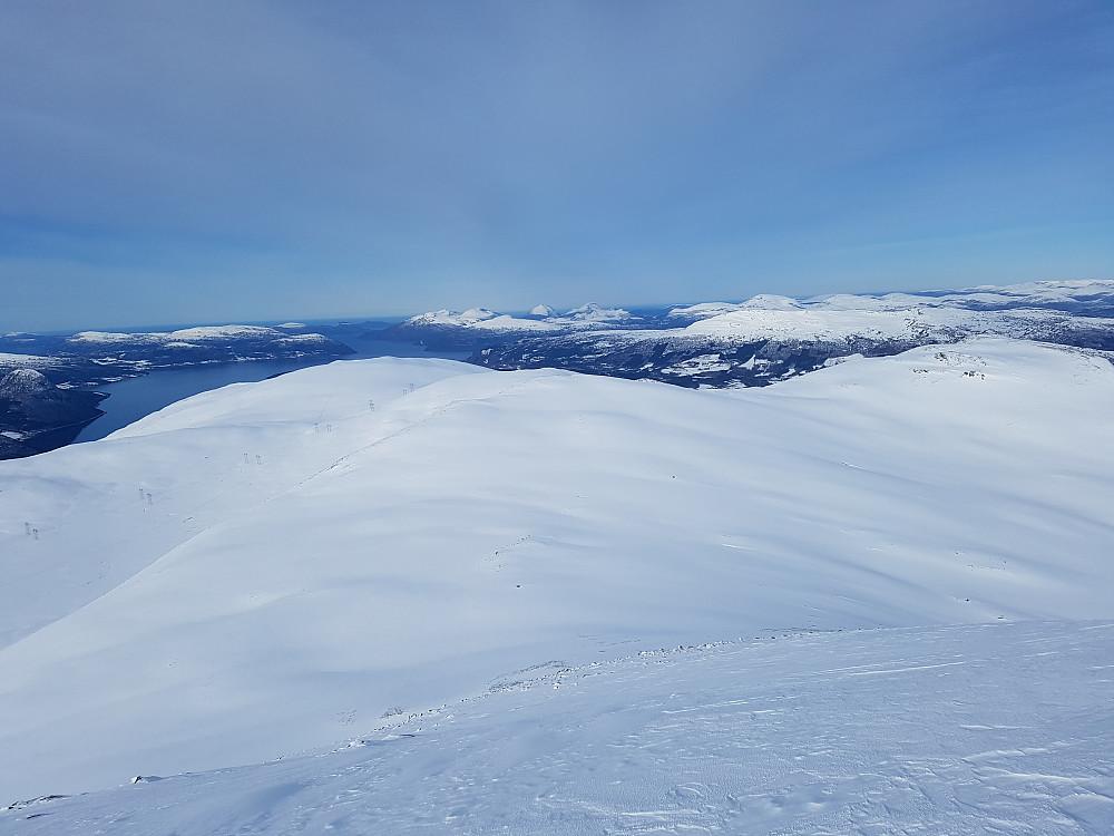 Utsikt fra Grånebba tilbake mot (f.v.) Stortuva, Midtknuken, Botnnebba og Rambjøra.
