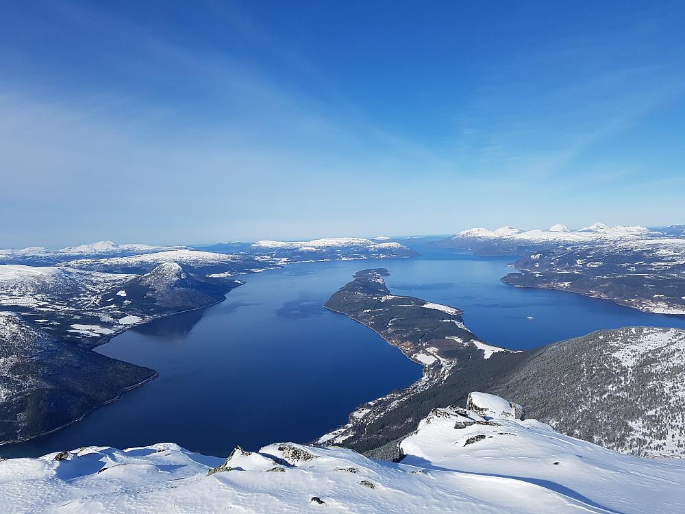 Ålvundfjorden og Stangvikfjorden sett fra Stortuva