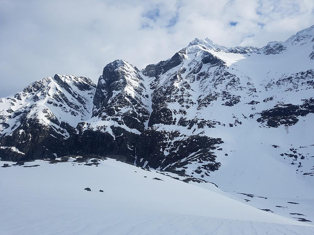 Rennene fra Gjurafjellet og sørvestflanken på Gjuratind