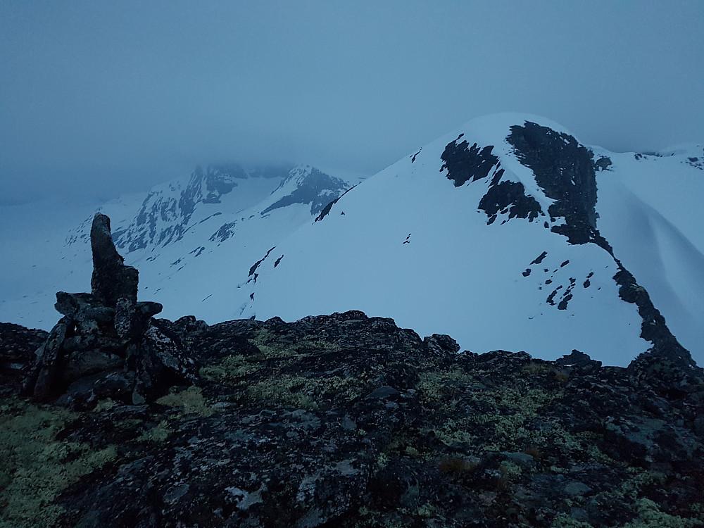 Fra Fossafjellsnyta og videre mot de høyere Fossafjellsnyta-toppene.