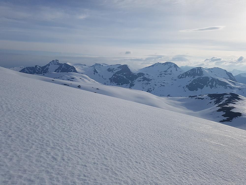 Østover mot Juratind og Hauduken-toppene mm.